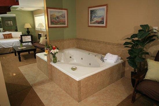 Secrets Inn: Guest room