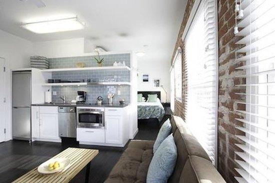 Venice Breeze Suites: Guest room
