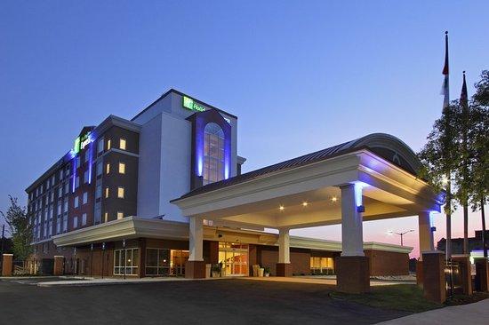 Holiday Inn Express Augusta Downtown 104 ̶1̶2̶2̶