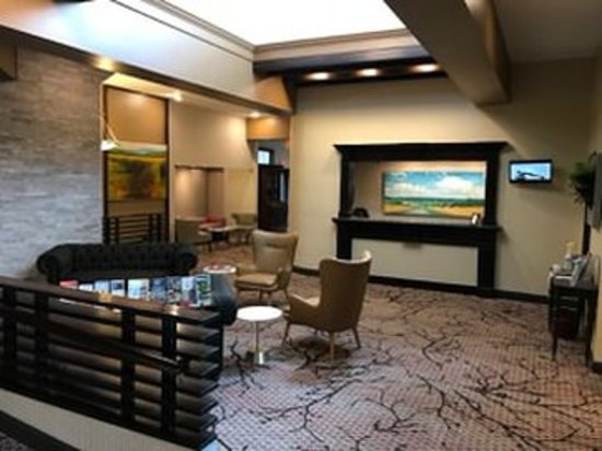 Lakeville, CT: Lobby
