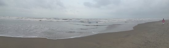 Mandrem, India: clean beach
