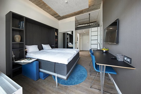 Living Suites: Guest room