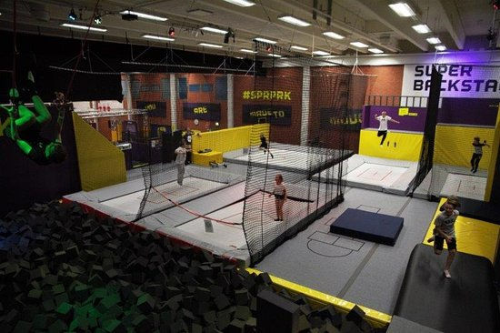 Tahkovuori, Φινλανδία: Freestyle hall - Trampolines and Foampit