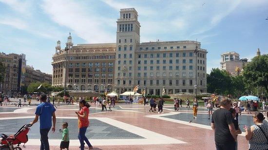 Plaza de Cataluña: Центральная площадь