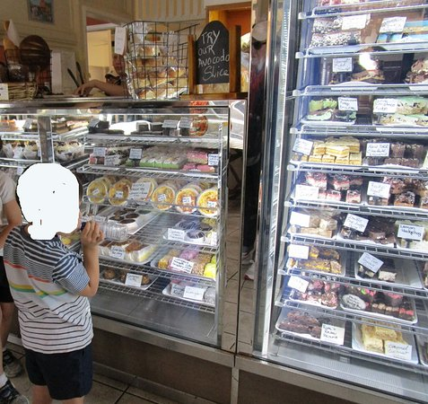Blackbutt, ออสเตรเลีย: Some of the cake range
