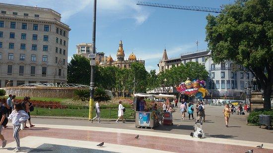 Plaza de Cataluña: Остановка автобуса в аэропорт на площади
