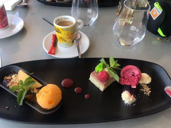 Nernier, ฝรั่งเศส: café gourmand
