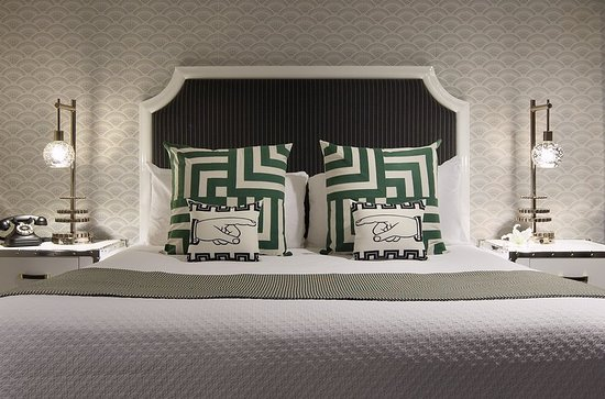 The Carlyle Inn: Guest room