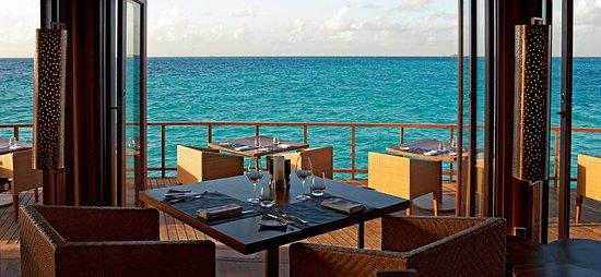 Halaveli Island: Restaurant