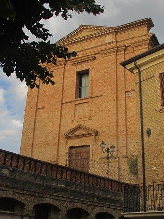 Колоннелла, Италия: facciata chiesa