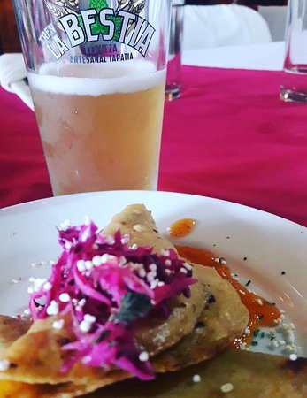 Zirahuen, México: Octopus tacos ahogados and cerveza