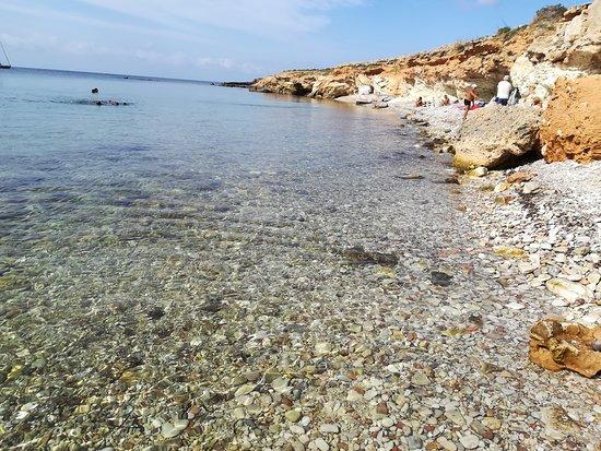 Favignana, Italy: Spiaggia fronte isola preveto