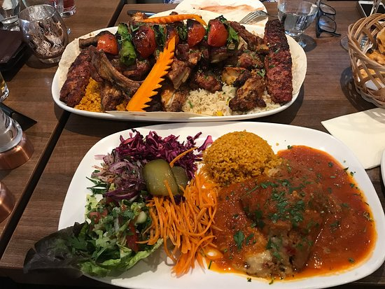Anatolia Restaurant: Hot meze and mousaka, delicious and plentiful