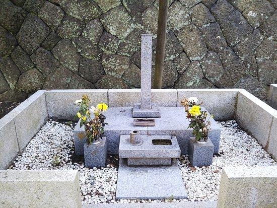 The Grave of Shimazaki Toson