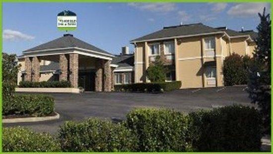 Wingfield Inn & Suites: Exterior