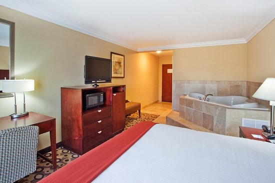 Holiday Inn Express Hotel & Suites Macon West: Suite