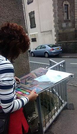 Rhondda, UK: Jane Walker artist working en plein air in Ynyshir