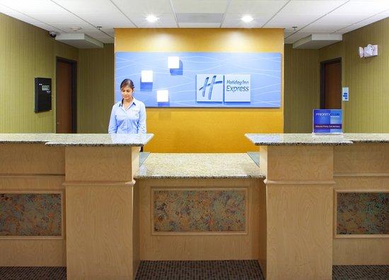 Holiday Inn Express Hotel & Suites Thornburg-S. Fredericksburg: Lobby