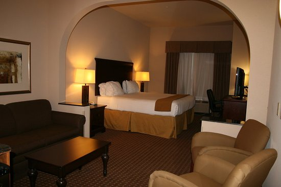 Holiday Inn Express Hotel & Suites Kingsville