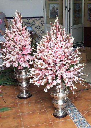 Fuente de Piedra, Испания: Flowers from parish