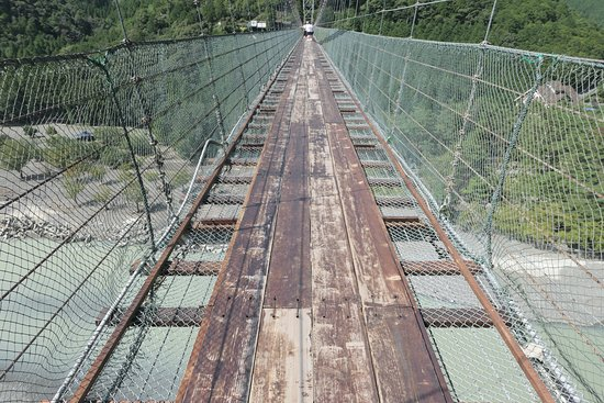 Totsukawa-mura, Japan: この狭さは恐怖です。両側の網など恐いだけです。