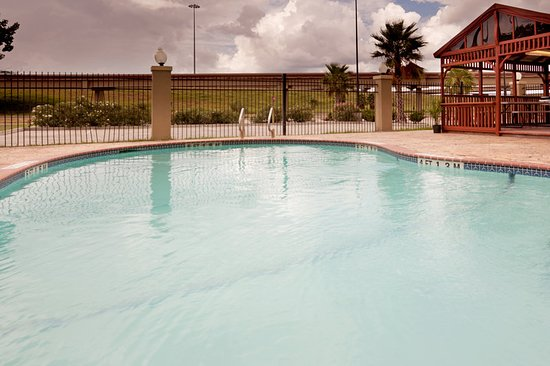 Candlewood Suites Extended Stay: Pool