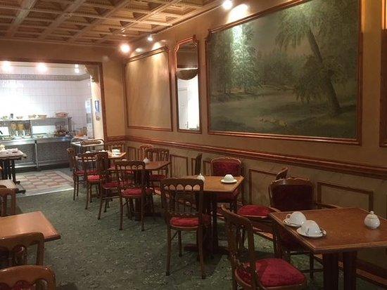 Hotel des 4 Soeurs: Breakfast Area
