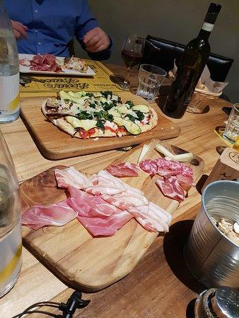 Bonate Sopra, Italy: Tagliere & Pizza