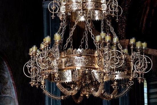 Cattedrale di San Giusto Martire: chandelier