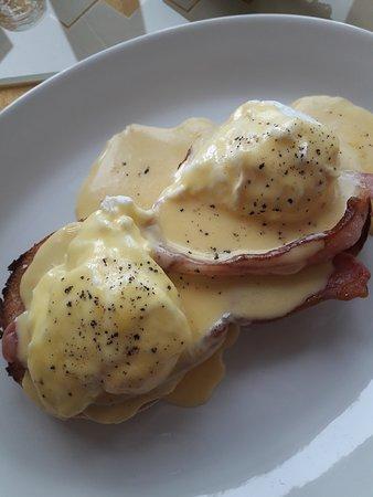 Ocean Drive: Eggs Benedict