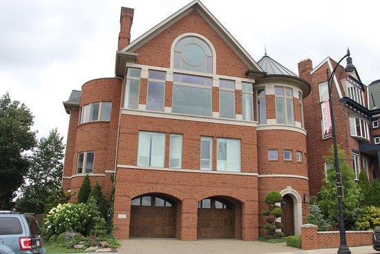 Mount Washington: house
