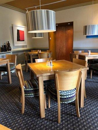 Wellington, UK: Dining room at breakfast time