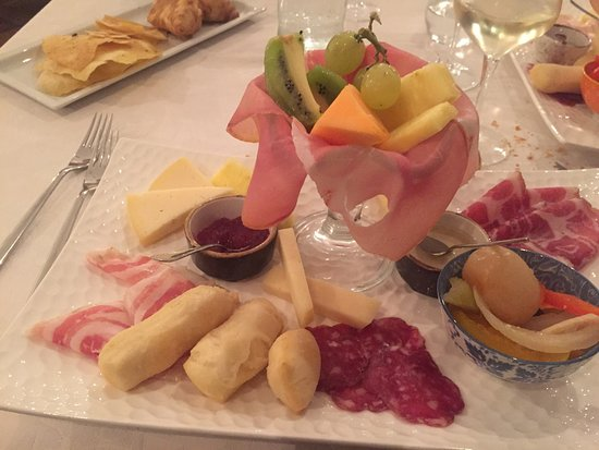 Capriano del Colle, Italija: antipasti di salumi, formaggi e gnocco fritto