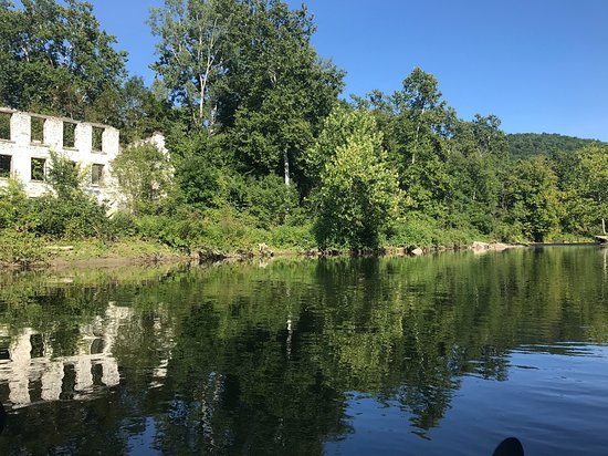 Cambridge, NY: Love the reflection of the stone building on the water.