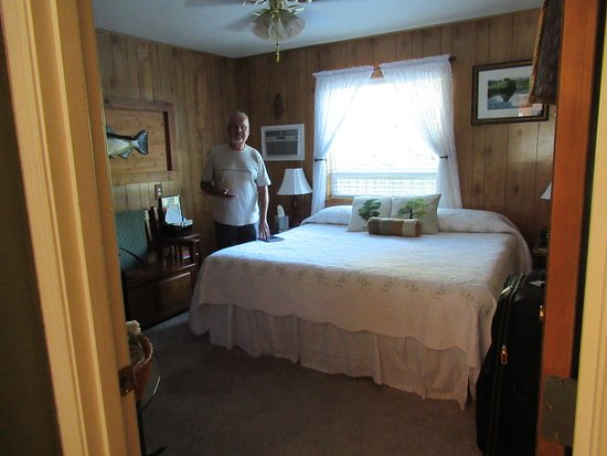Scottsburg, OR: Our room with a King Size Bed.
