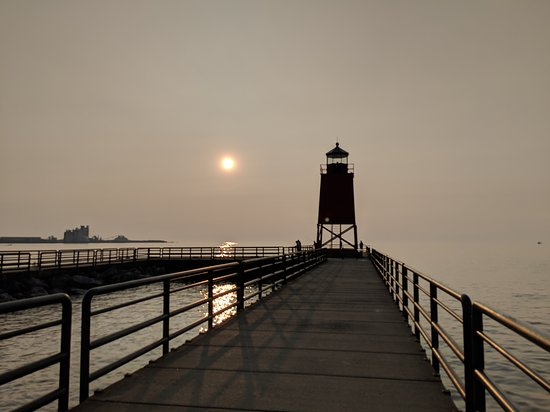 Weathervane Terrace Inn and Suites: the South Pierhead Light