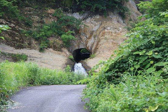 Myoko, Ιαπωνία: びょうぶ岩公園:滝の穴