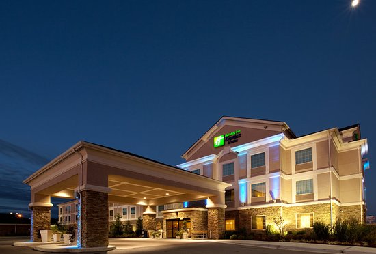 Holiday Inn Express Hotel & Suites Ada: Exterior