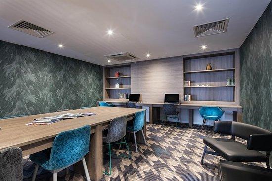 Kirmington, UK: Business center