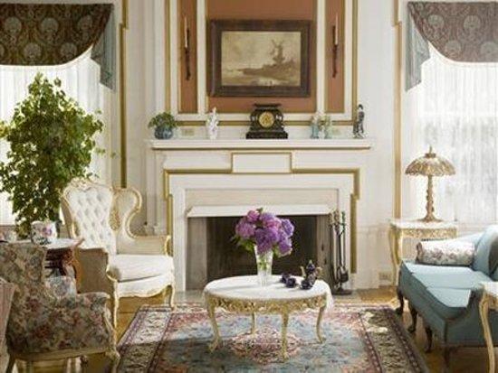 B.F. Hiestand House Bed & Breakfast: Lobby