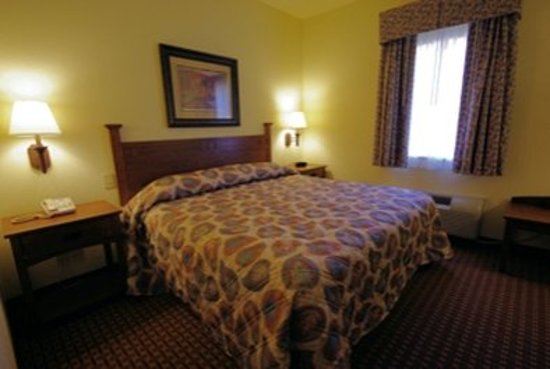 Mountain Inn & Suites Airport: Guest room