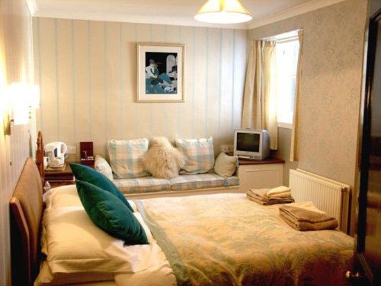 Alvie, UK: Guest room