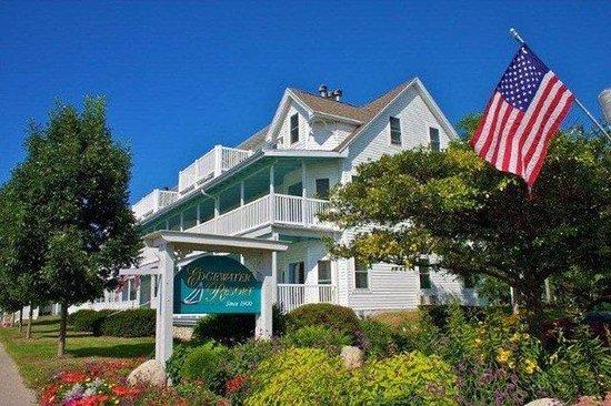 Edgewater Resort: Exterior