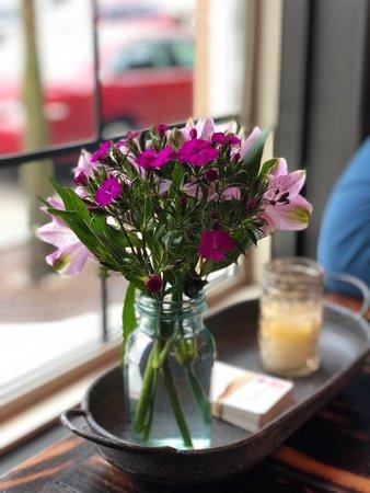 Steampunk Tap Room: Fresh flowers