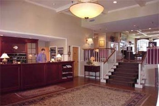 Stage Neck Inn: Lobby