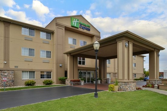 Holiday Inn Express St. Joseph: Exterior