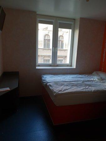easyHotel Budapest Oktogon: 20180908_080742_large.jpg