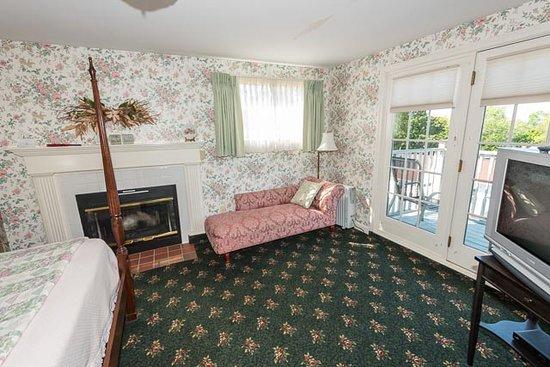 Bar Harbor Castlemaine Inn B&B: Eyebrow Room bedroom