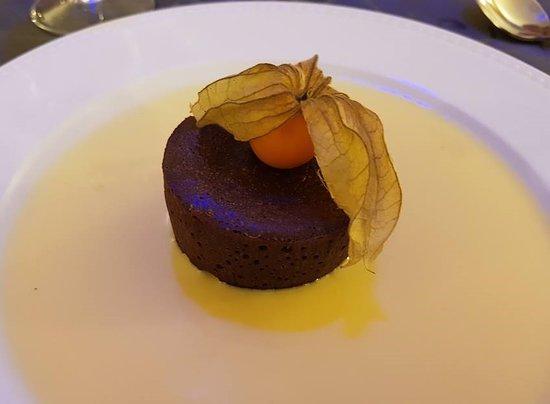 Thesee, Frankrike: Marquise au chocolat, crème anglaise