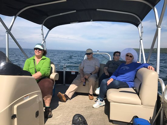 Sister Bay Boat Rental : Relaxing on Green Bay